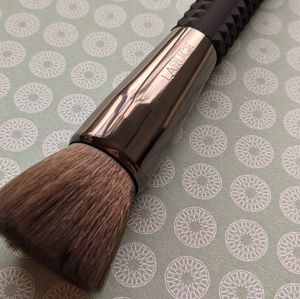 Laruce Flat Foundation Brush